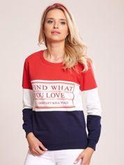 Czerwono-granatowa bawełniana bluza z nadrukiem tekstowym