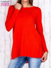 Czerwony luźny sweter z ażurowym dekoltem