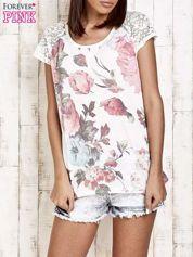 Ecru kwiatowy t-shirt z koronką przy rękawach