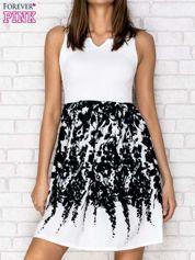 Ecru sukienka z wzorzystym dołem