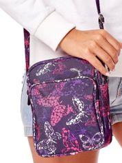 Fioletowa materiałowa torba listonoszka w kolorowe motyle