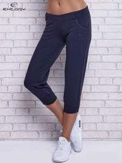 Grafitowe spodnie capri z ozdobnymi dżetami