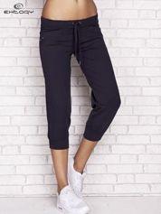 Grafitowe spodnie dresowe capri z dżetami na kieszeniach