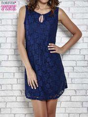 Granatowa koronkowa sukienka z wiązaniem przy dekolcie