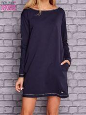 Granatowa sukienka oversize z kieszeniami