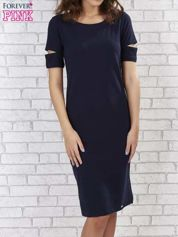 Butik Granatowa sukienka z rozcięciami na rękawach