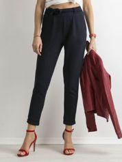 Granatowe dzianinowe spodnie z paskiem
