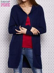 Granatowy sweter z kapturem w prążek