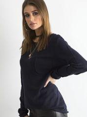 Granatowy sweter z kieszonką