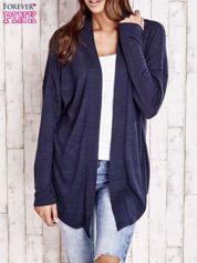 Granatowy sweter z otwartym dekoltem