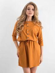 Jasnobrązowa sukienka z guzikami