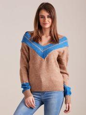 Jasnobrązowy sweter z dekoltem w serek