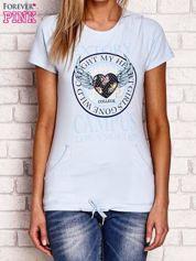 Jasnoniebieski t-shirt z naszywką serca