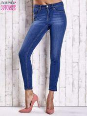 Jasnoniebieskie dopasowane spodnie jeansowe