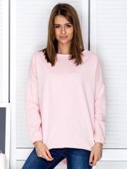 Jasnoróżowa bluza z listwą z perełek