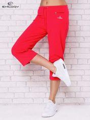 Jasnoróżowe spodnie sportowe capri