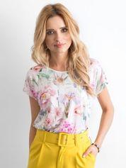 Jasnoróżowy zwiewny t-shirt w kwiaty