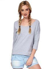 Jasnoszara bluzka z imitacją kieszonki i perełkami
