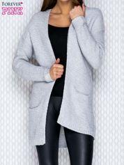 Jasnoszary dziergany sweter