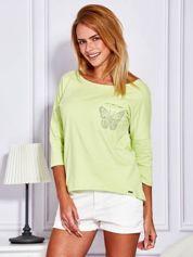 Jasnozielona bluzka z biżuteryjnym motylem