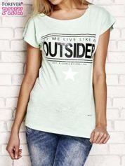 Jasnozielony t-shirt z napisem OUTSIDER