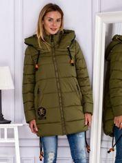 Khaki płaszcz zimowy z naszywką
