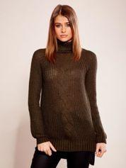 Khaki sweter w warkocz z golfem