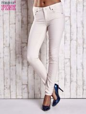 Kremowe spodnie ze złotymi napami