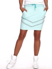 Miętowa dresowa spódnica z kieszeniami i perełkami
