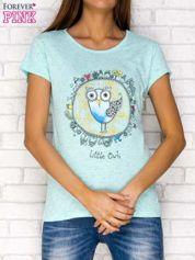 Miętowy t-shirt z nadrukiem sowy