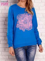 Niebieska bluza z kolorowym nadrukiem