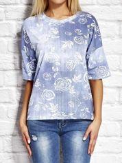 Niebieska bluzka w róże