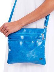 Niebieska błyszcząca torebka listonoszka
