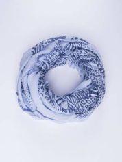 Niebieska chusta w kratę animal print