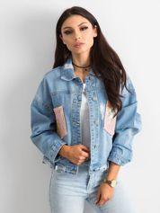 Niebieska kurtka jeansowa z cekinowymi kieszeniami