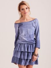 Niebieska sukienka z kieszonką i warstwowymi falbanami