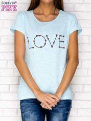 Niebieski t-shirt z napisem LOVE
