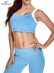 Niebieski top stanik sportowy na białych ramiączkach