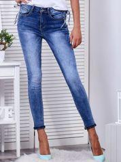 Niebieskie jeansy ze sznurowaniem po bokach