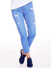Niebieskie spodnie mom jeans z przetarciami