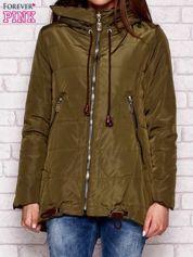 Pikowana kurtka przejściowa z kapturem i troczkami khaki