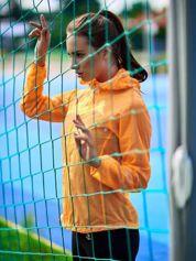 Pomarańczowa kurtka wiatrówka w drobne gwiazdki