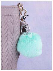 Puchaty brelok do kluczy,zawieszka do torebki pompon w kolorze miętowym (podwójne zapięcie kółko+ karabińczyk)