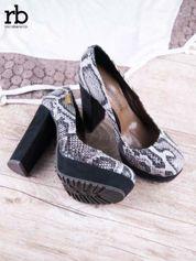 ROCCOBAROCCO czarne zamszowe koturny z wężowym wzorem