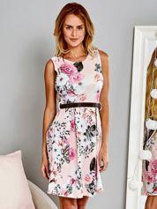 Rozkloszowana sukienka koktajlowa w duże kwiaty jasnorózowa