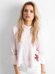 Różowa bluzka w paski z naszywką