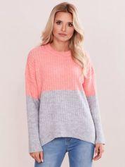 Różowo-szary sweter oversize w prążek