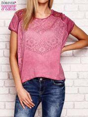 Różowy ażurowy t-shirt z koronką