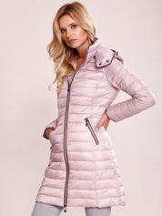 Różowy pikowany płaszcz z odpinanym kapturem