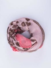 Różowy szal w orientalny wzór i panterkę